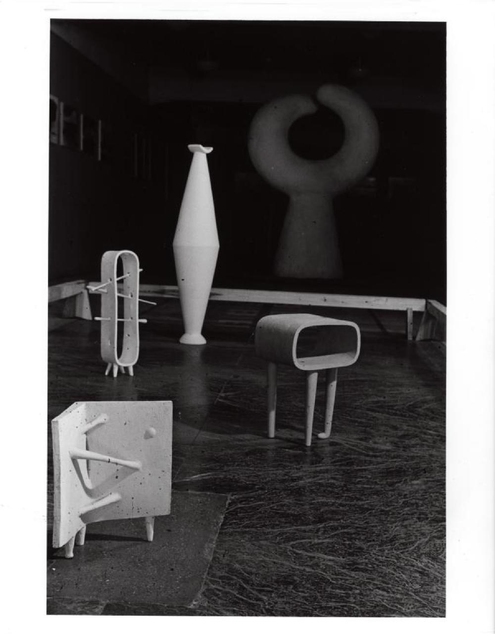 Exhibition photograph: Isamu Noguchi, Mitsukoshi Department Store (August 18-27, 1950) - Photograph: Isamu Noguchi, image 2