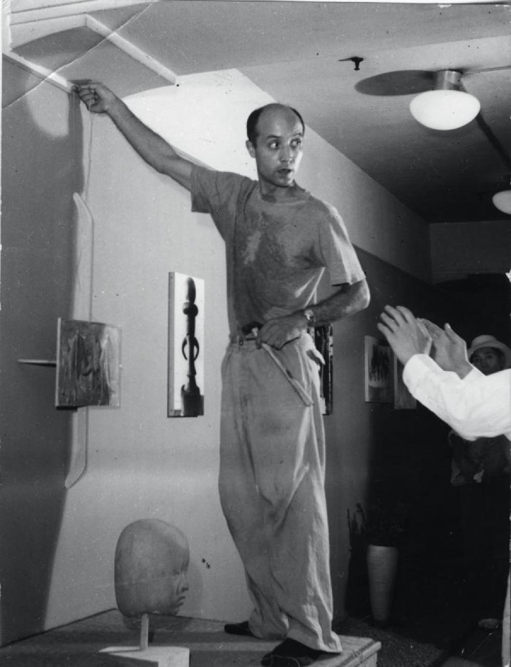 """Exhibition photograph: """"Isamu Noguchi,"""" Mitsukoshi Department Store (August 18 - 27, 1950) - Photograph: Geijutsu Shincho"""