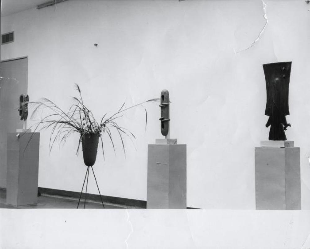 Tripod Vase, image 2