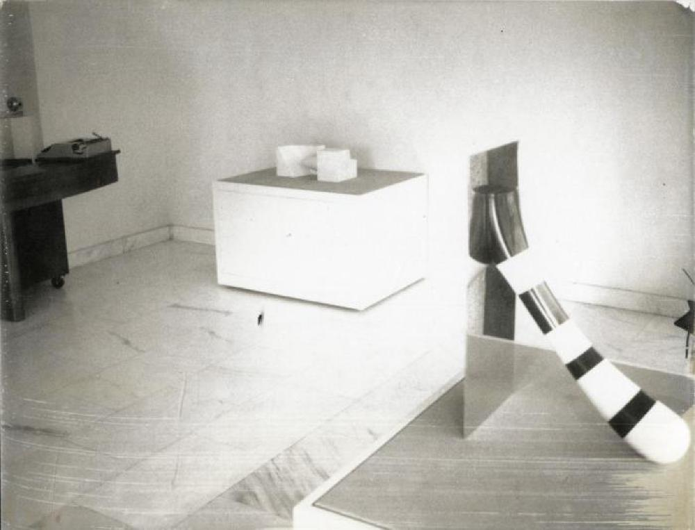 "Exhibition photograph: ""Isamu Noguchi,"" Gimpel & Hanover, Zurich (October 28 - December 2, 1972)"