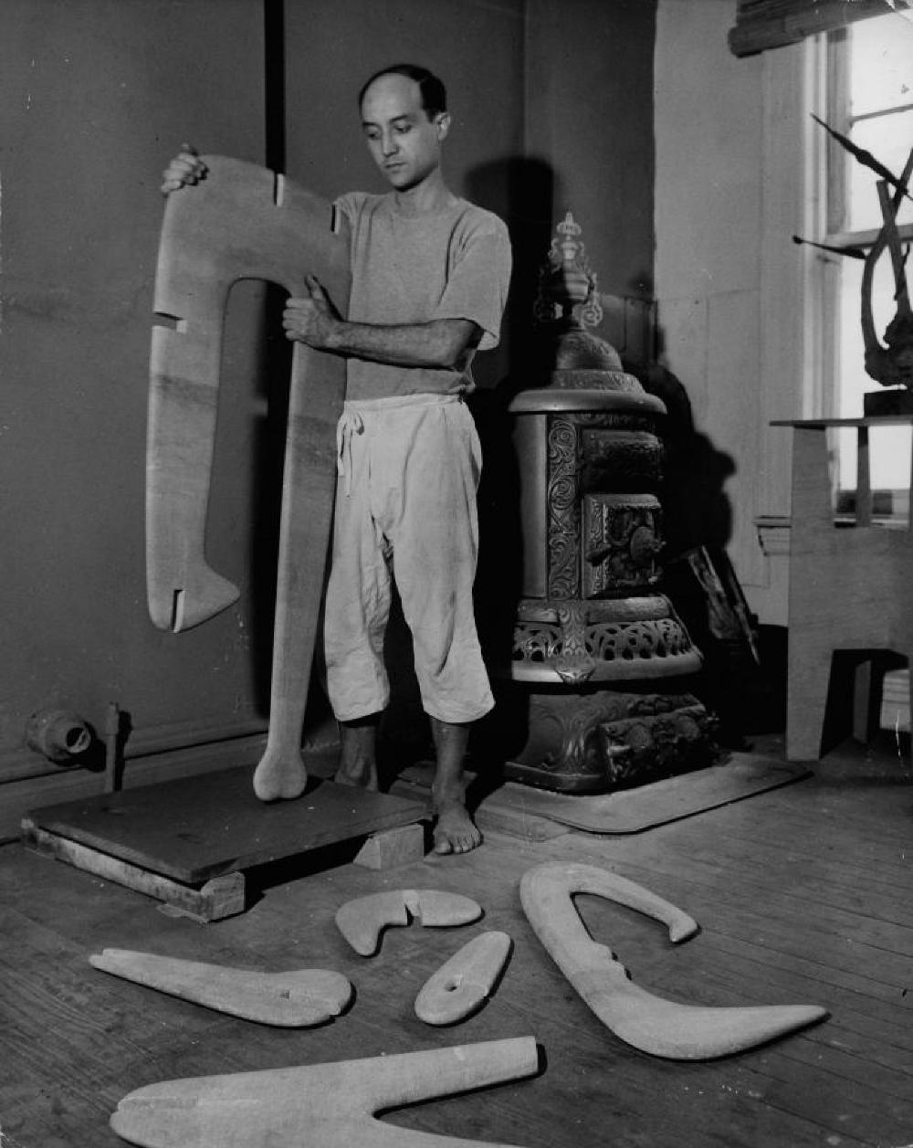 "Isamu Noguchi assembling ""Figure"" in his MacDougal Alley studio"