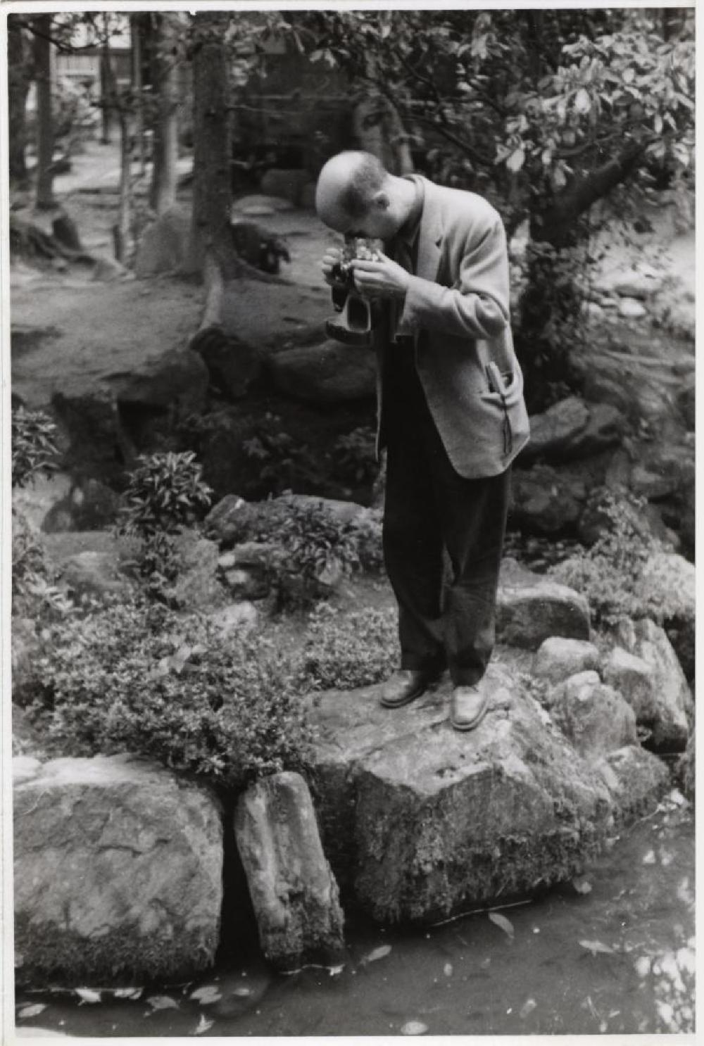 Isamu Noguchi stone hunting for the UNESCO Gardens project