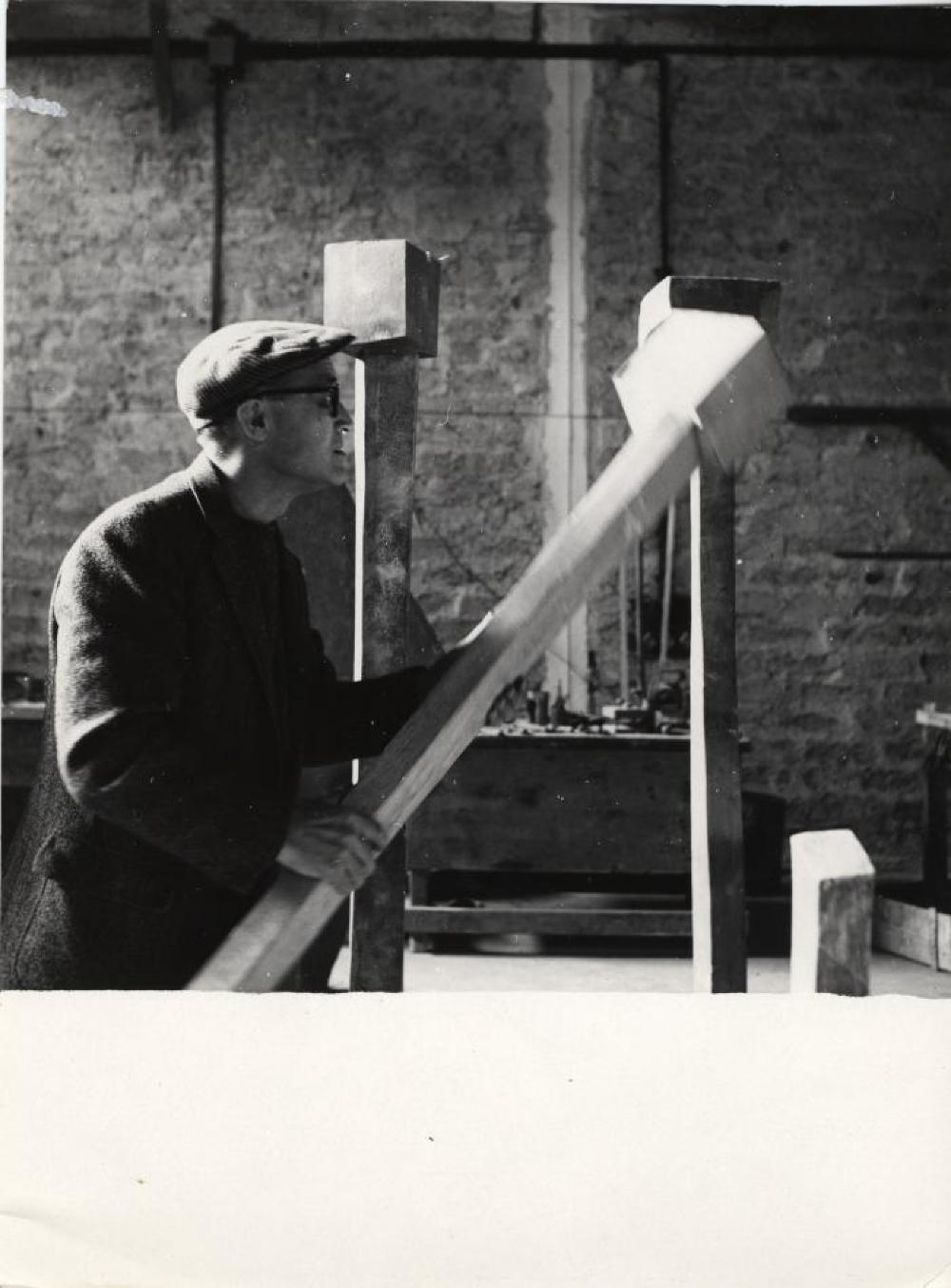 Isamu Noguchi at bronze-casting studio in Rome