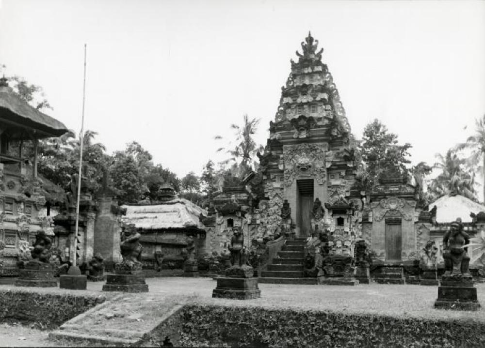 Bollingen travels: Pura Puseh, Batuan temple, Bali, Indonesia