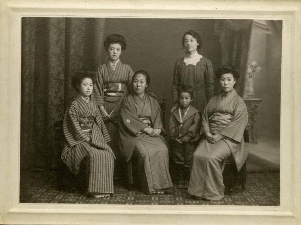Isamu Noguchi as a child in Japan, with his mother Leonie Gilmour and her pupils