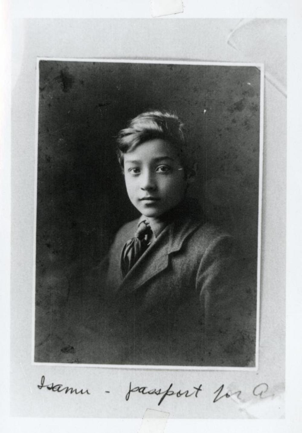 Passport photo of Isamu Noguchi