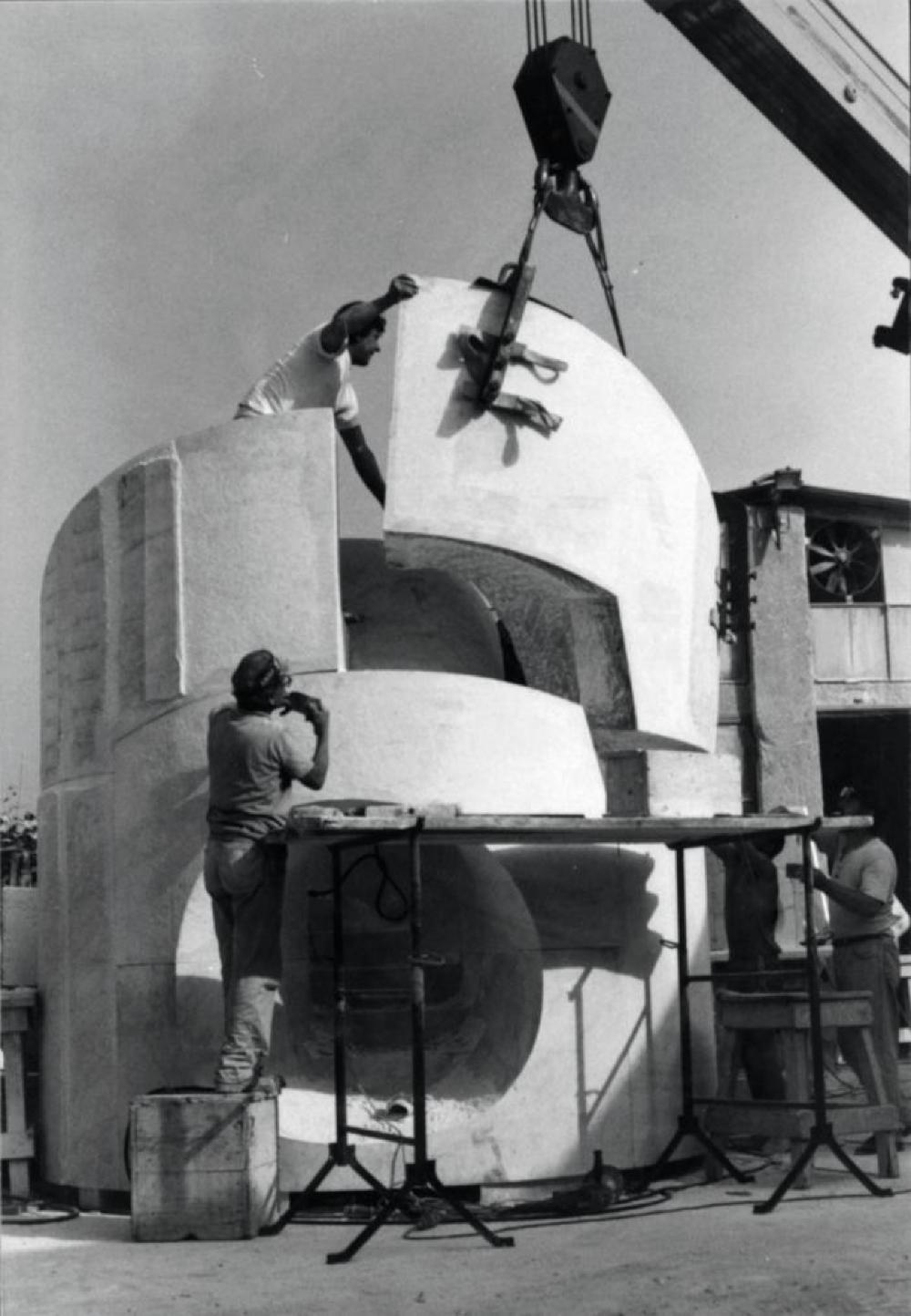 The construction of Slide Mantra in Venice/Pietrasanta