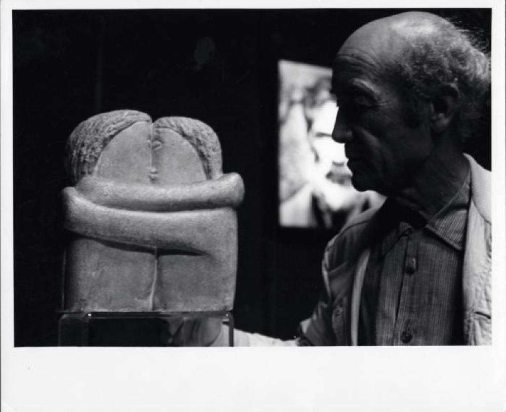 Isamu Noguchi in Romania with Brancusi sculpture, The Kiss