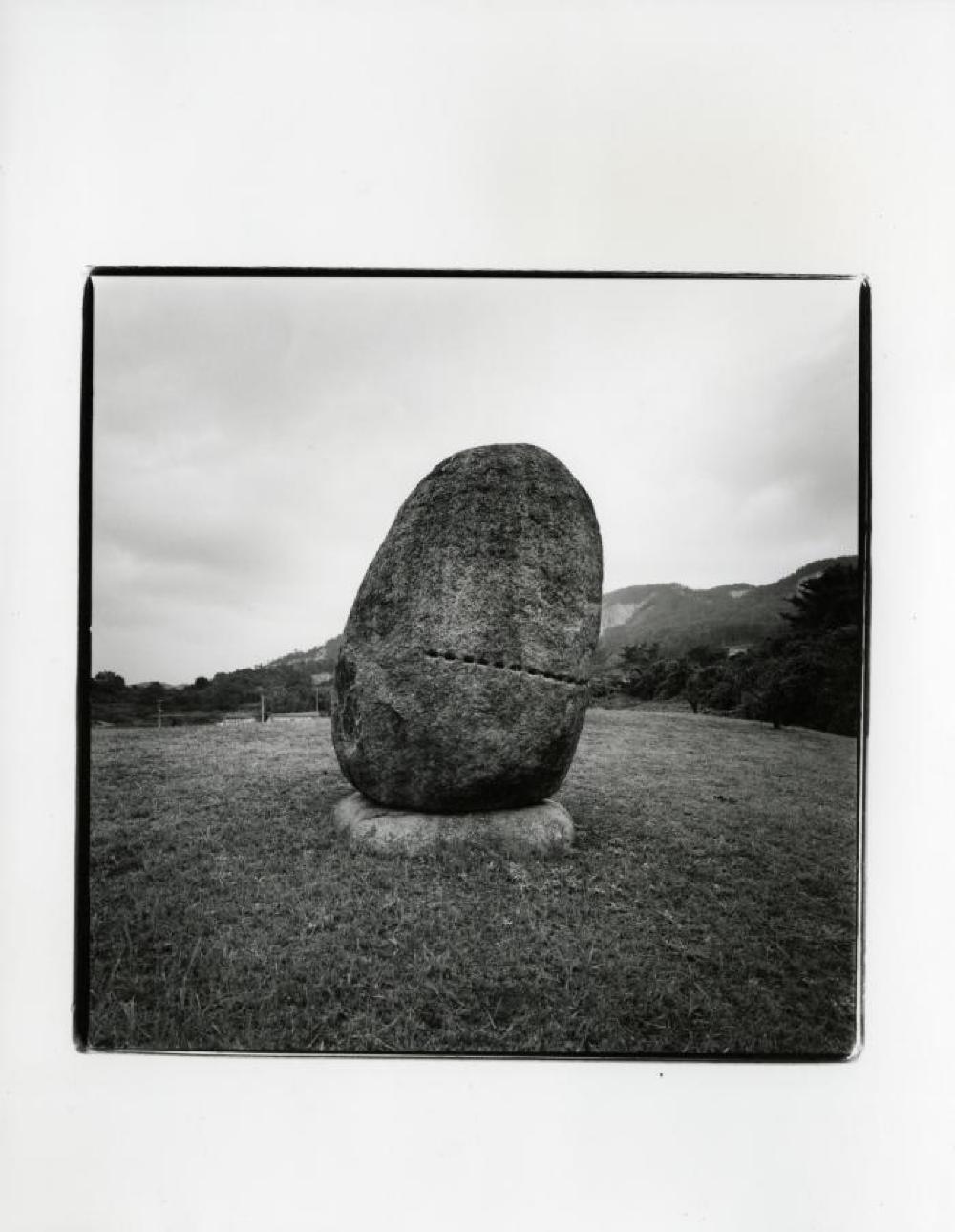 Isamu Noguchi's grave in Mure