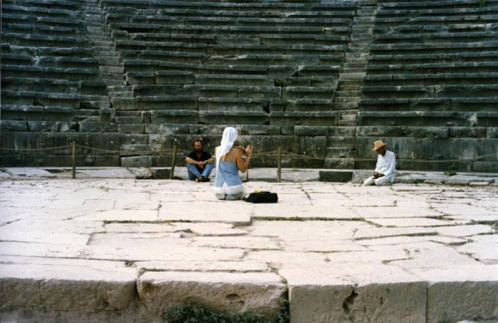 Isamu Noguchi, Kyoko Kawamura and Nikos Kouroussis at Delphi, Greece