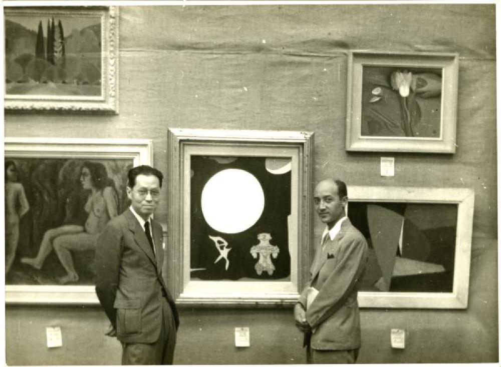 Hasegawa and Noguchi with Hasegawa's painting Music of Moonlight (Dogu) at the Fourth Art Group Exhibition (Bijutsu Dantai Rengo Ten), Tokyo Metropolitan Art Museum, 1950