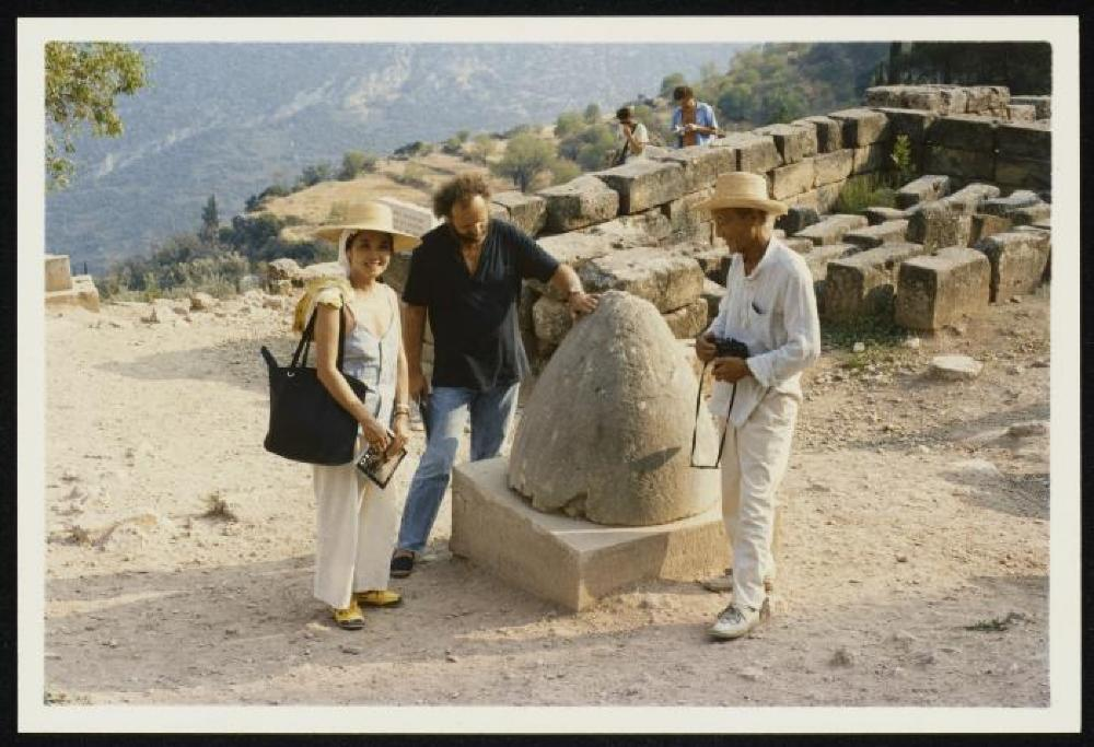 Isamu Noguchi, Kyoko Kawamura and Nikos Kouroussis with the Omphalos stone at Delphi, Greece
