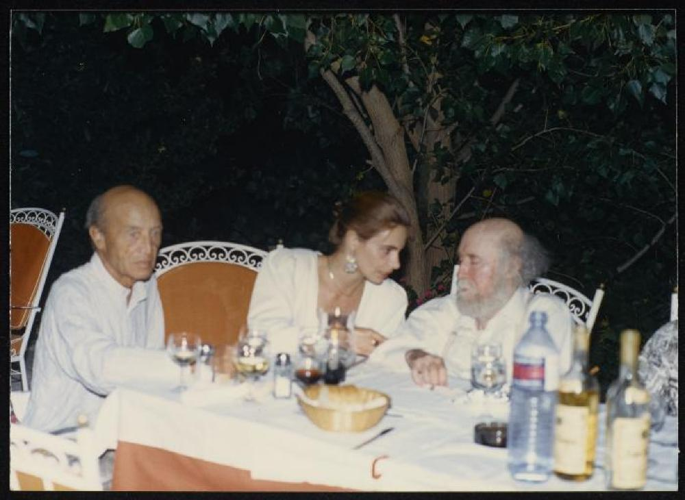 Isamu Noguchi, Katerina Koskina and Yiannis Tsarouchis in a taverna at Delphi, Greece