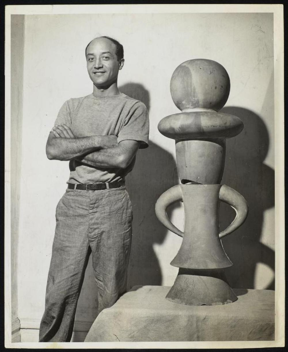 Isamu Noguchi with The Queen (1931)